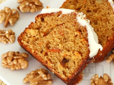 Канелен кекс с моркови, орехи и глазура - снимка на рецептата